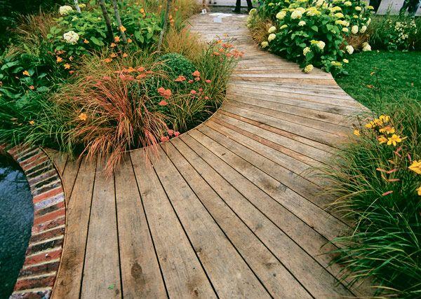 Дорожки из дерева для сада